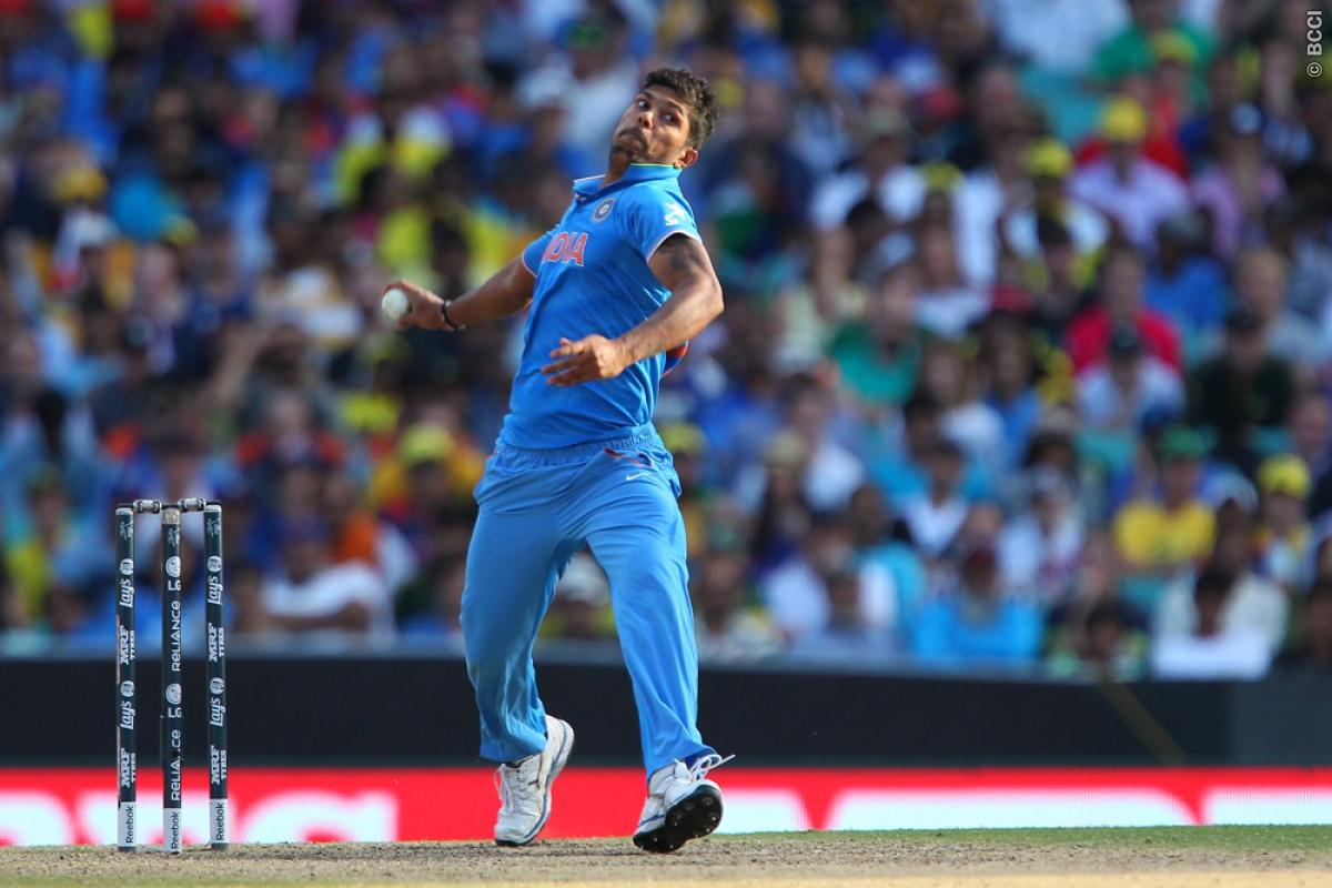 Bowlers pull back things for India against motoring Australia
