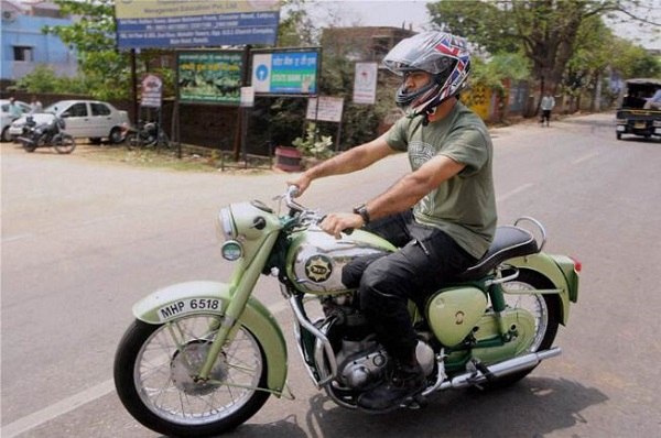 Watch MS Dhoni riding his bike in Ranchi [VIDEO]
