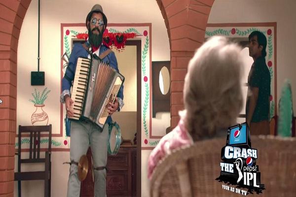 Crash the Pepsi IPL: Skipper MS Dhoni crashes the #CrashThePepsiIPL ad