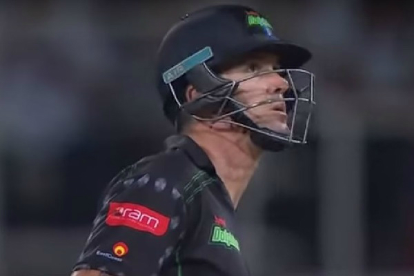 Kevin Pietersen Plays MS Dhoni Helicopter Shot in Ram Slam T20 [VIDEO]