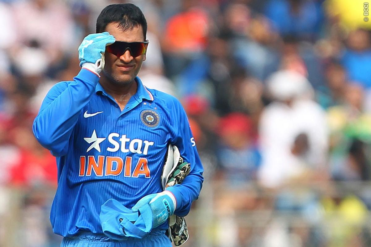 When MS Dhoni Turned His Arm in Champions Trophy