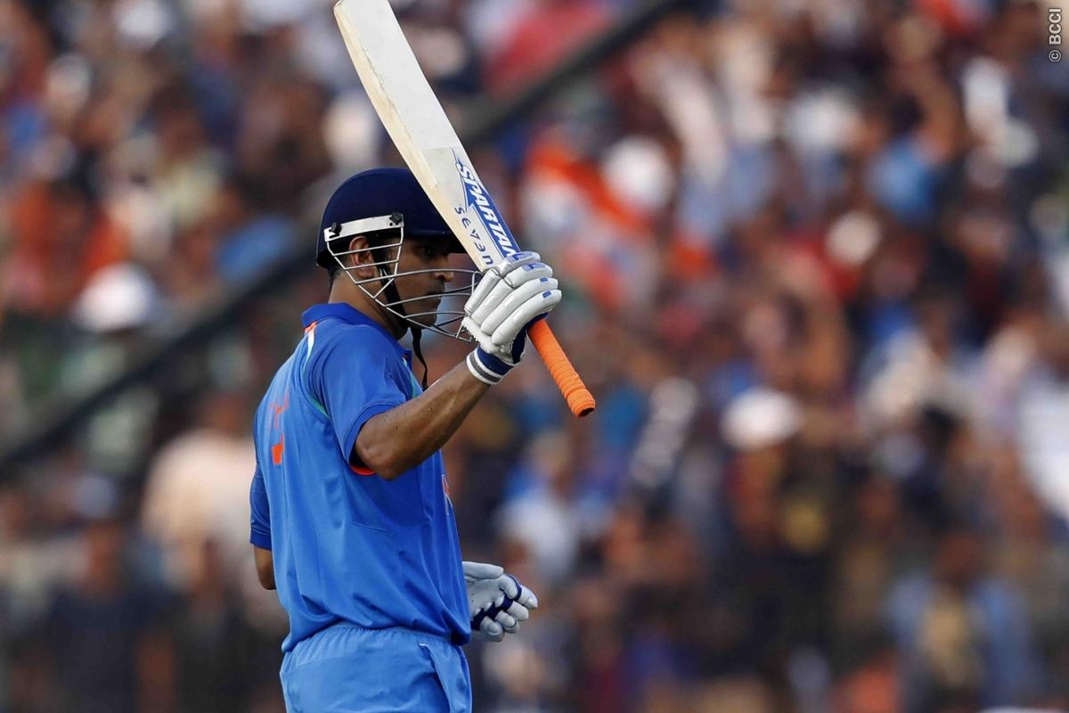 MS Dhoni Joins Very Exclusive Club of Six-Hitters!