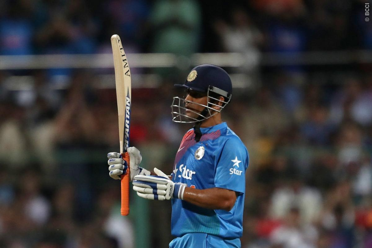 MS Dhoni of Old Swings Into Action Again