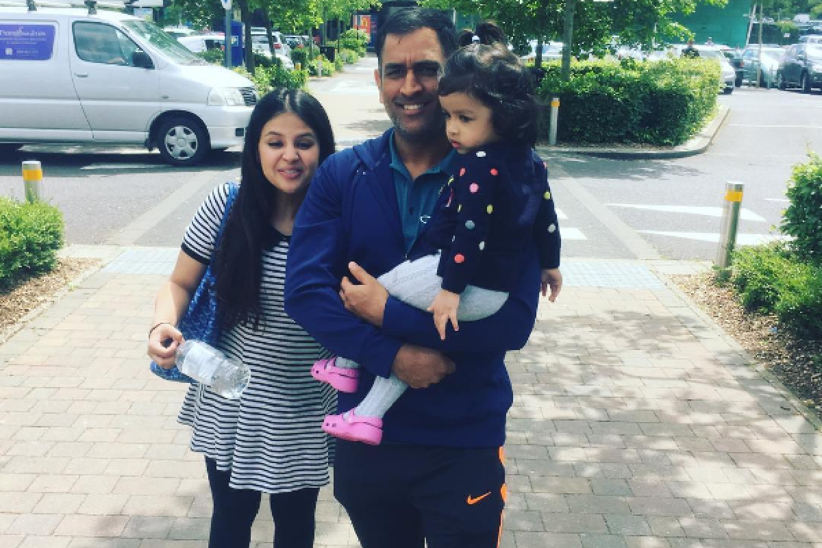 Watch Cute Ziva Playing Piano for Sakshi and MS Dhoni