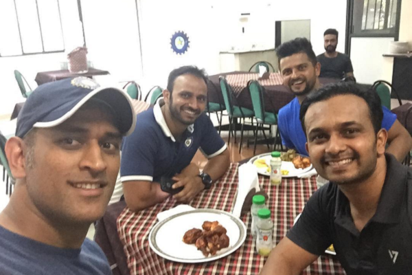 Mahendra Singh Dhoni Proves His Fitness Yet Again!
