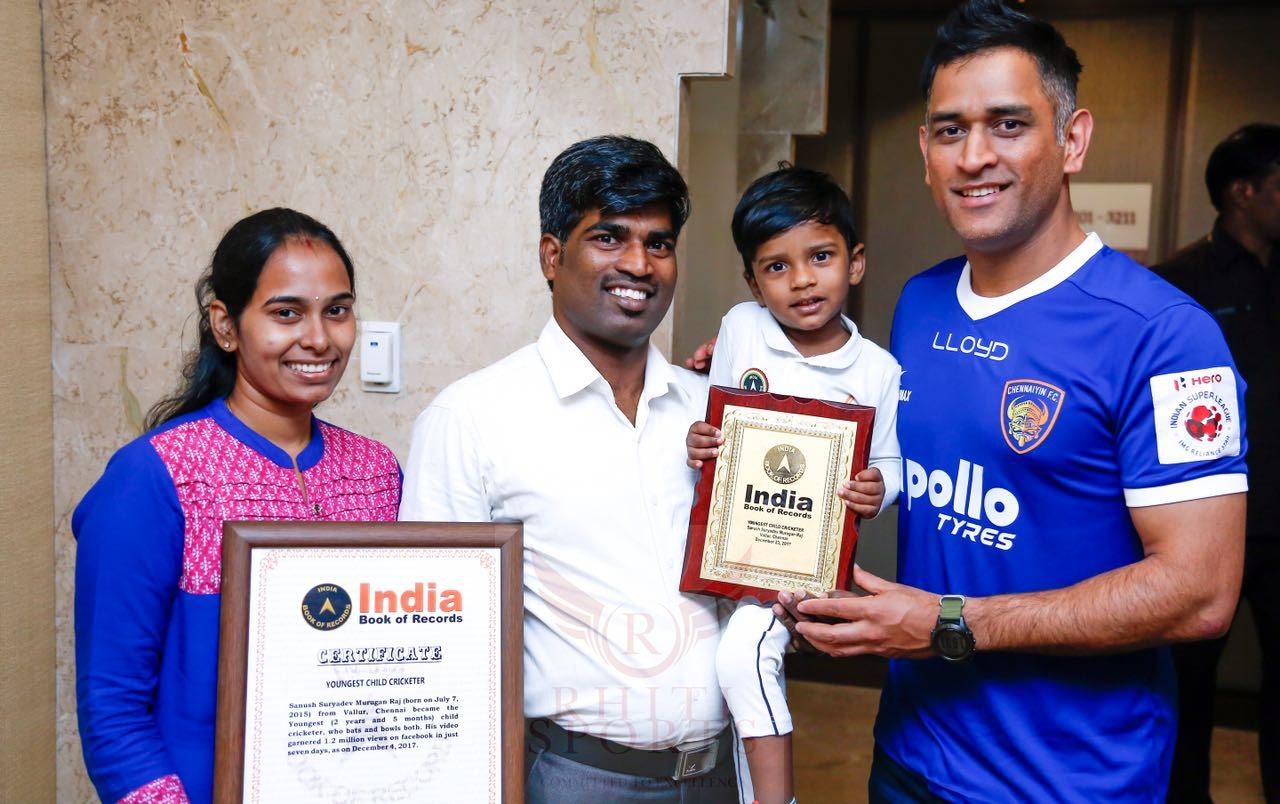 MS Dhoni Meets the Wonder Kid, 2 Year Old Sanush Suryadev- The Youngest Child Cricketer, Appreciates his Cricket Skills