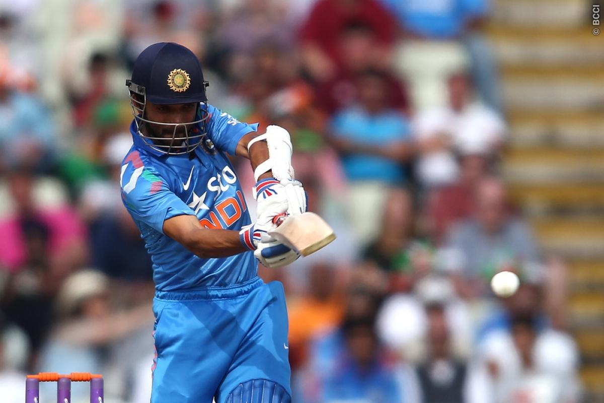 Mohit replaces unfit Ishant Sharma, as India batting first against England at WACA