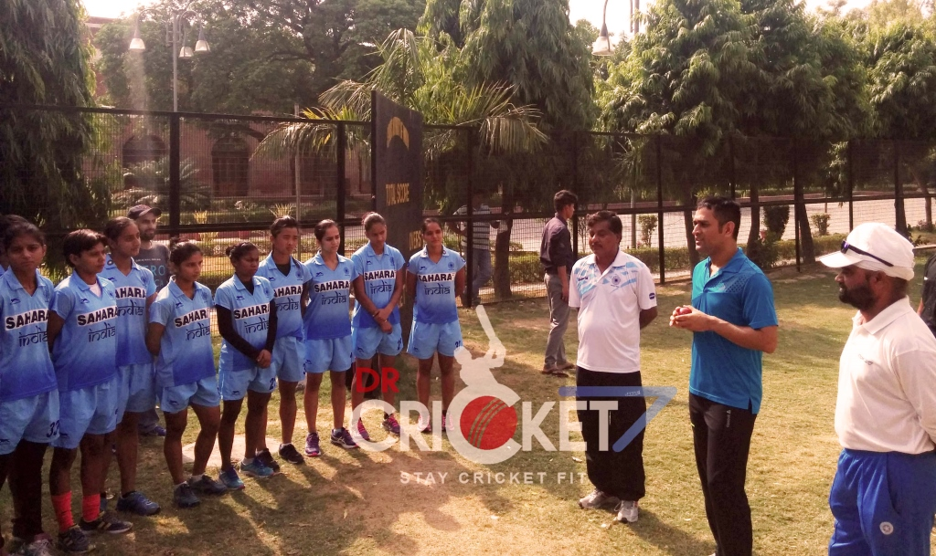 Exclusive: MS Dhoni talks to India Under-21 Hockey Team [PHOTOS]