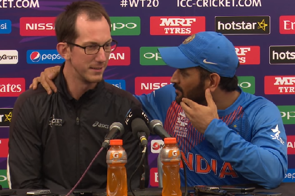 MS Dhoni Retirement: Watch Indian Captain's Hilarious Reply on the Question