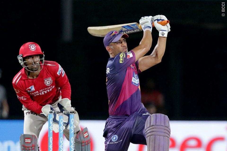 MS Dhoni Might Play With Coloured Bat in Indian Premier League