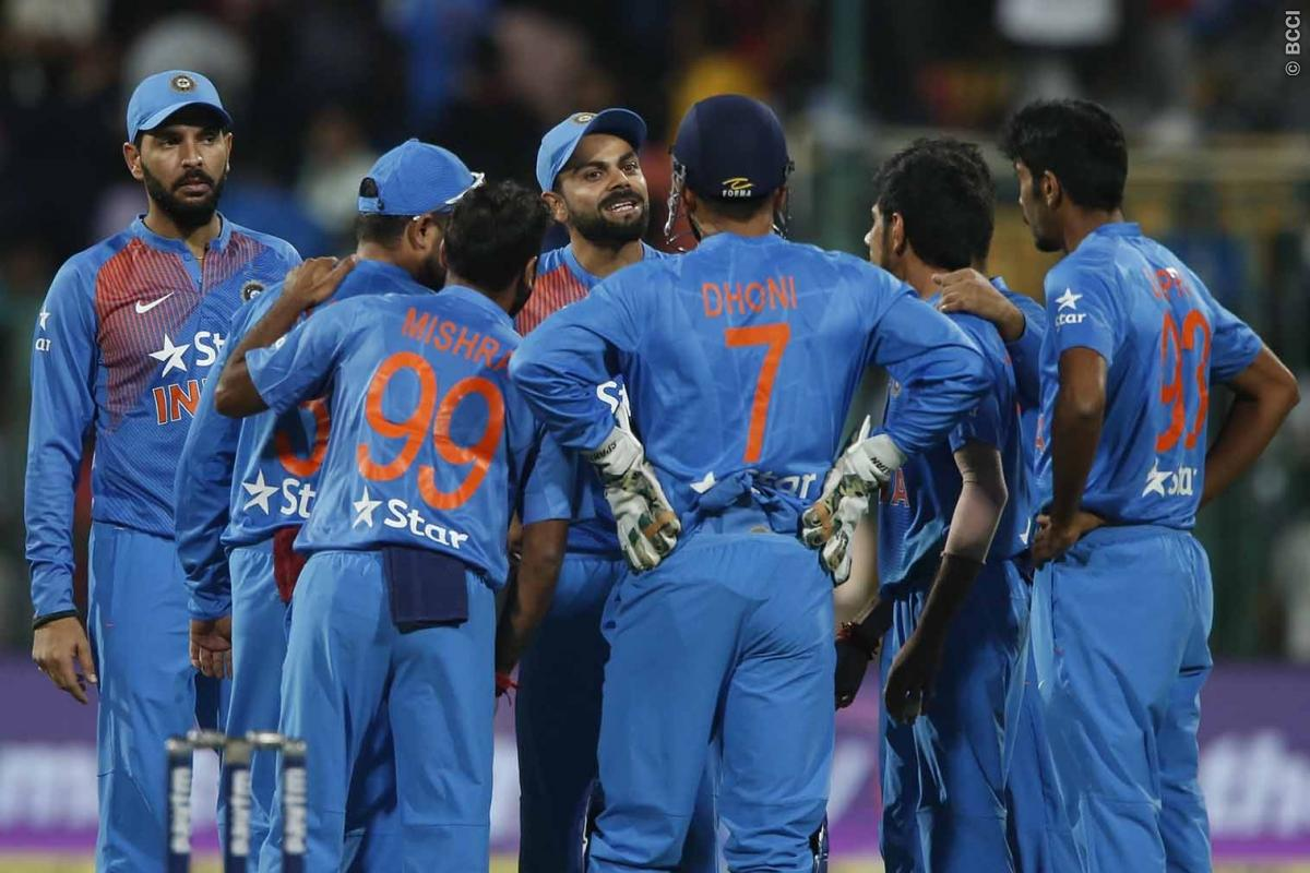 Watch MS Dhoni Nails Another Perfect DRS Review!