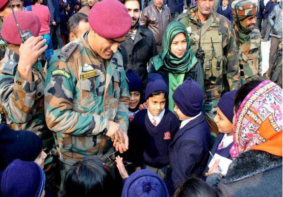 A Surprise visit by MS Dhoni to School In Srinagar